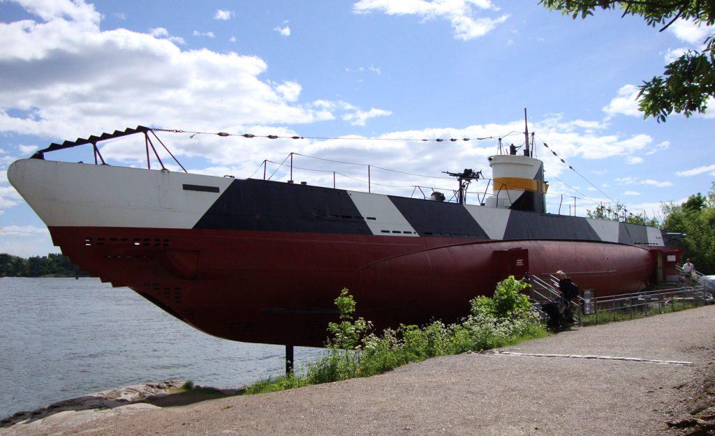 Sukellusvene laiturissa.