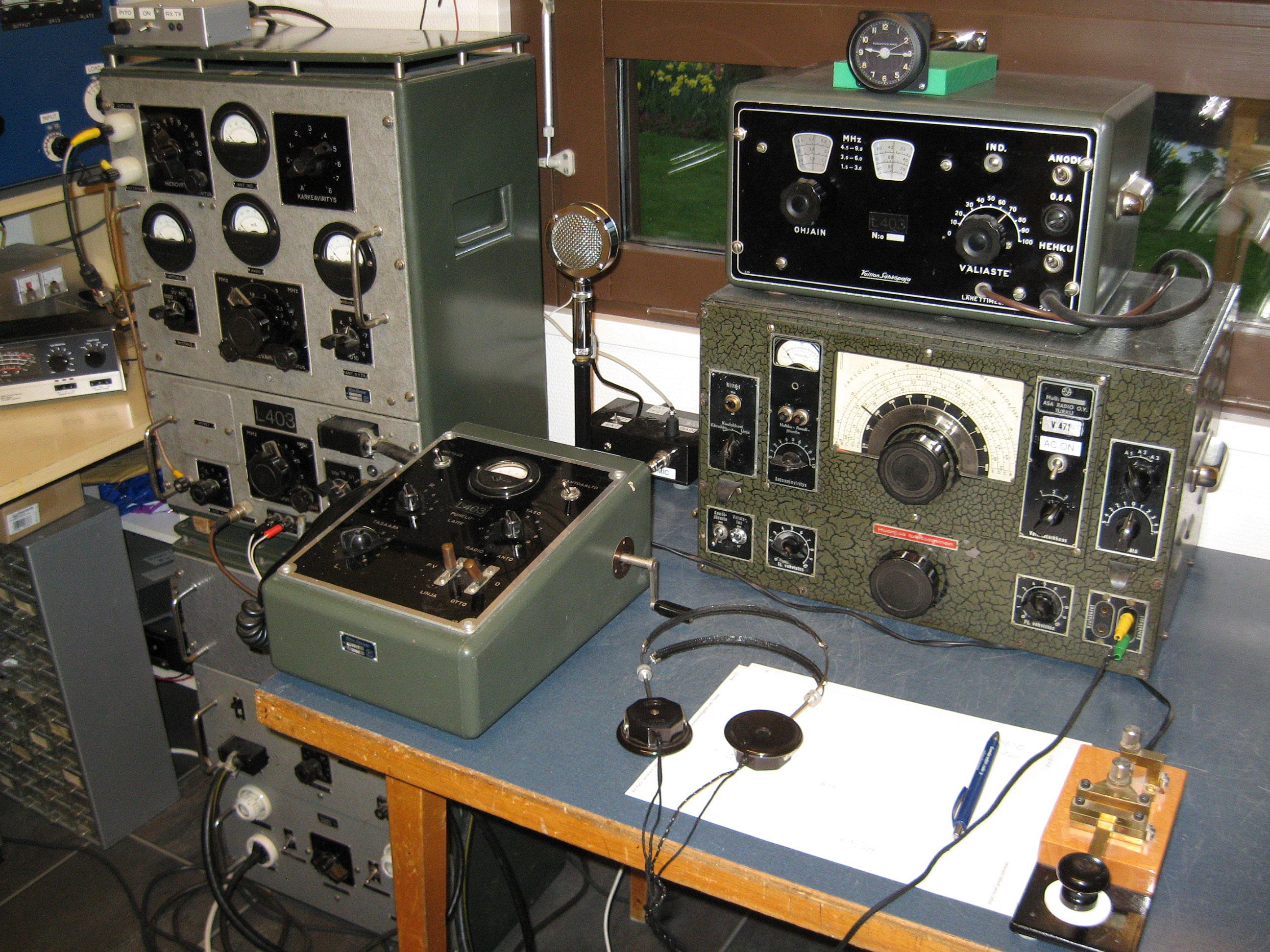Vanhoja radioita.