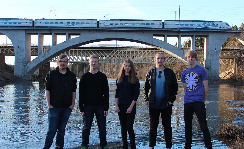 OutOfTheBox-bändi ja Korian silta.