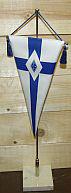 Viirissä on risti, jonka keskellä on liiton logo.