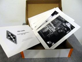 Valokuvia laatikossa