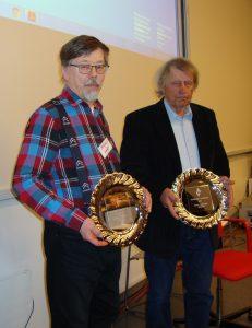 Juha ja Touko sekä palkintolautaset