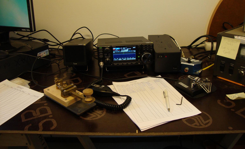 Radio ja sähkötysavain.