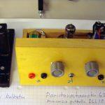 Itse rakennettujen radioiden näyttelyssä paristovastaanotin ja kalkatin.