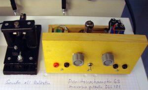 Itse rakennettujen radioiden näyttelyssä paristovastaanotin ja kalkutin.